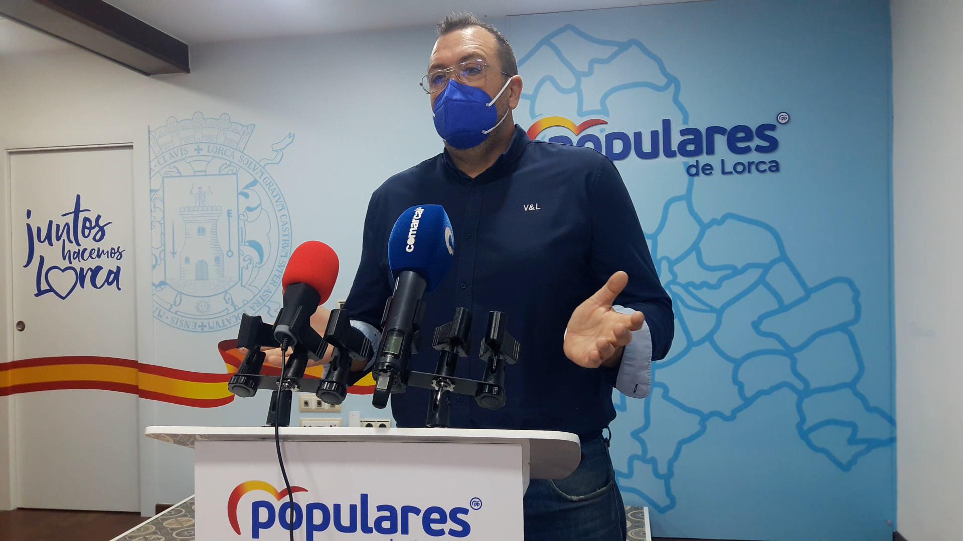 """PP Lorca: """"El Alcalde del PSOE alquilará autobuses de hasta 20 años de antigüedad para el servicio de transporte urbano, pese a que prometió comprarlos todos nuevos"""""""