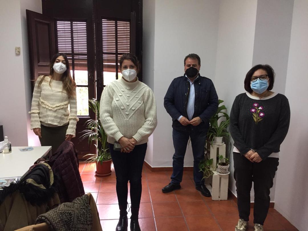 El Ayuntamiento trabajará junto a la Fundación Cepaim, la Federación de Organización de Mujeres y La Caixa para mejorar las competencias de las mujeres de las pedanías del sur del municipio