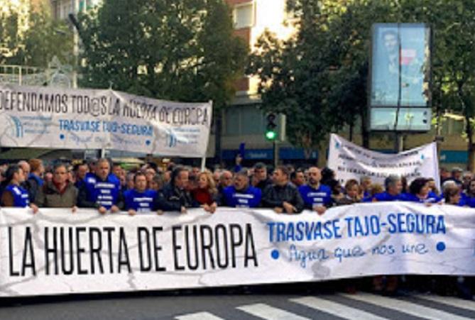 Los regantes levantinos y almerienses se concentran hoy en Alicante ante las medidas adoptadas por el Ministerio de Transición Ecológica contra el Trasvase Tajo-Segura