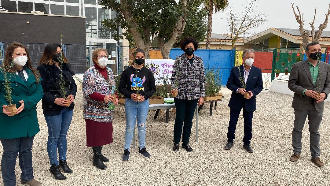 """Los colegios """"Sagrado Corazón"""" y """"Purísima Concepción"""" implantan el programa """"Aire Limpio"""" gracias a la ayuda del Gobierno regional"""