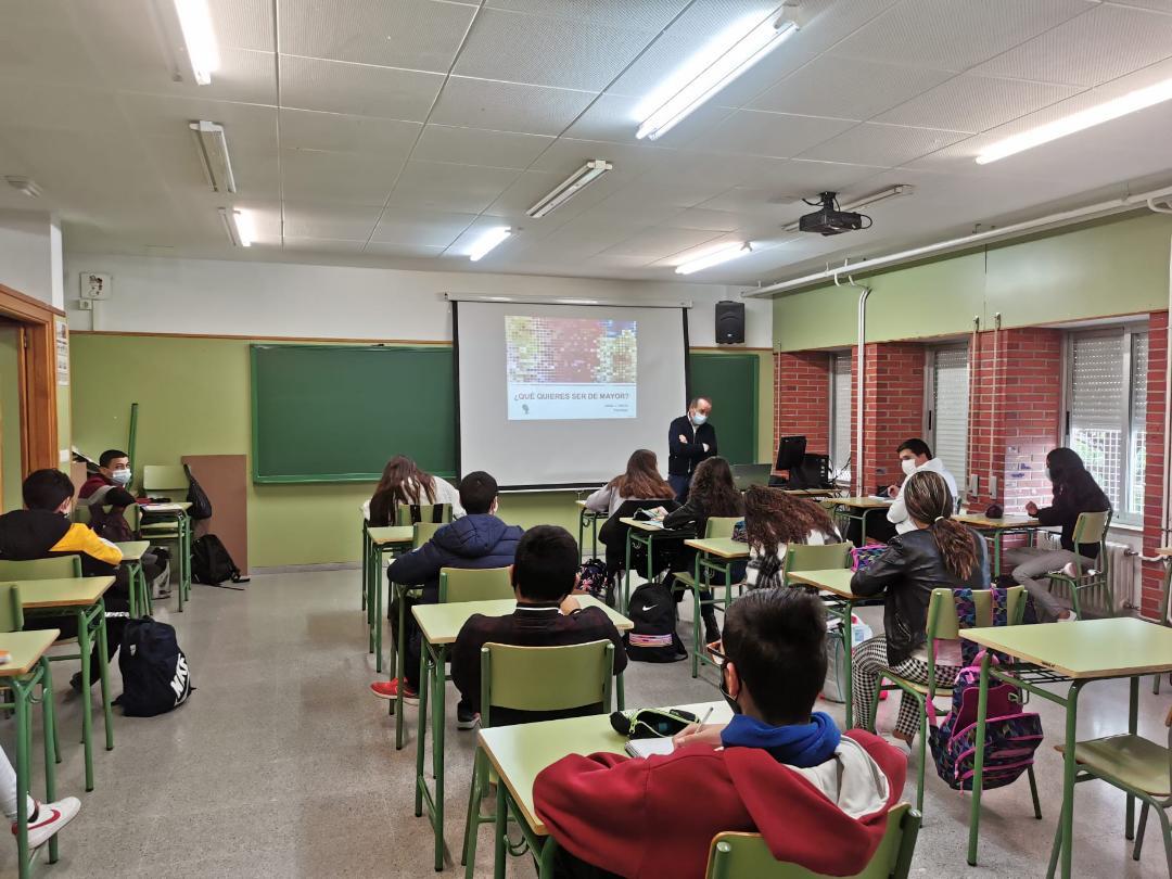 Alumnos de 2º ESO reciben formación en prevención de consumo de alcohol, drogas y ludopatía gracias a un taller organizado por el Ayuntamiento de Puerto Lumbreras