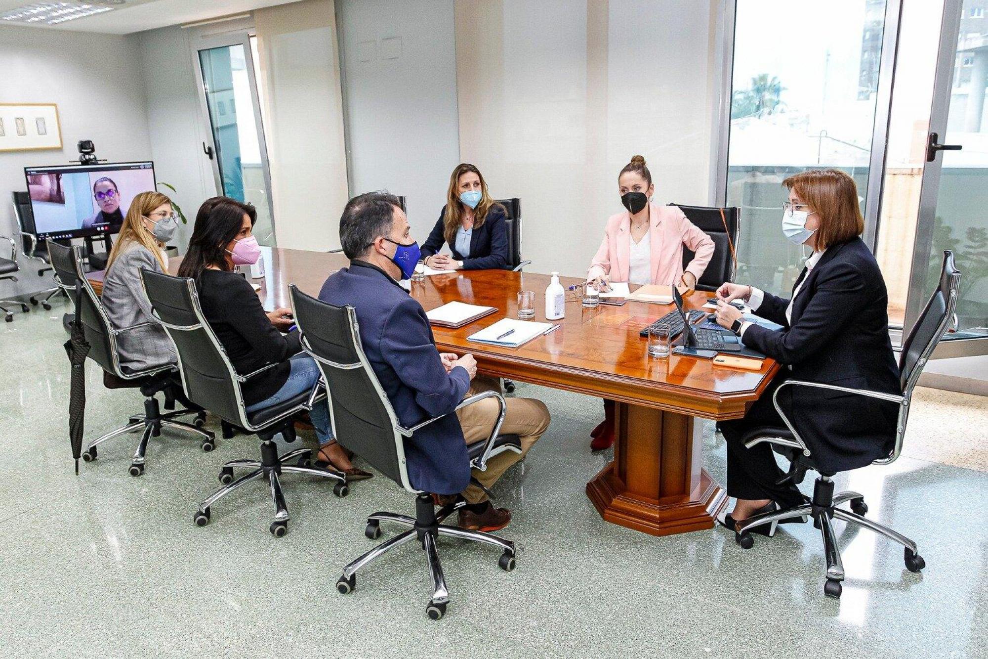 Fulgencio Gil se reúne con la Vicepresidenta del Gobierno regional y Consejera de Política Social e Igualdad para definir líneas de trabajo conjunto en Lorca