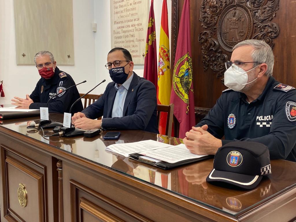 El Ayuntamiento de Lorca llevará a cabo, a través de Policía Local, una campaña informativa sobre el uso de patinetes eléctricos tras la entrada en vigor de nuevas reglas de circulación