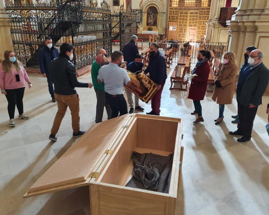 El Ayuntamiento de Lorca informa del inicio de las labores de restauración de la talla de San Clemente con su traslado hasta el Centro de Restauración Regional