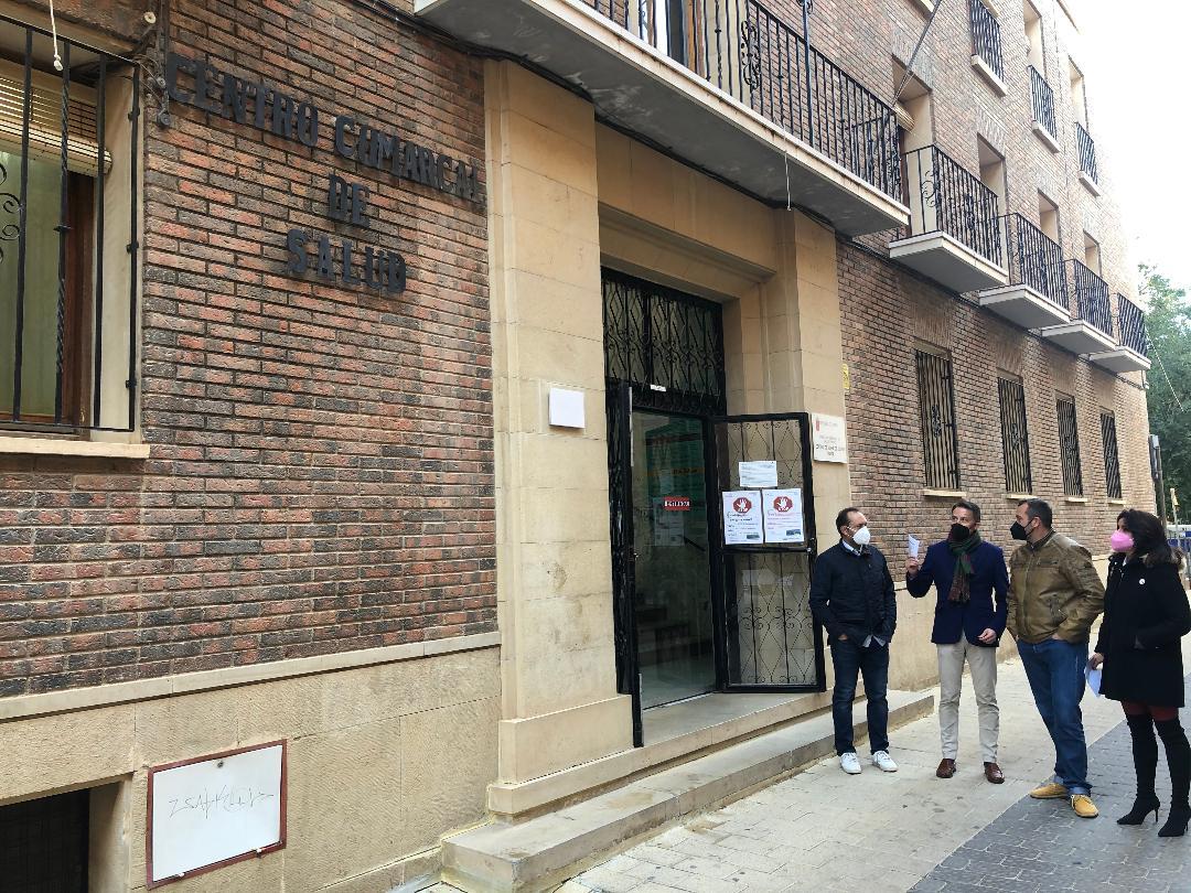"""Fulgencio Gil confirma las primeras visitas de técnicos para ubicar la sede de la Escuela de Idiomas en el antiguo Centro Comarcal de Salud, """"un proyecto clave para recuperar y dinamizar el casco histórico"""""""