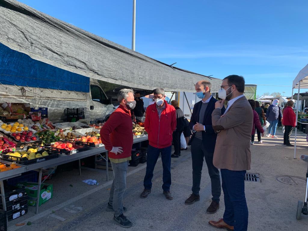 """El Alcalde de Lorca anima a los vecinos y vecinas a comprar en el mercado semanal del Huerto de la Rueda en el que """"se garantiza el correcto cumplimiento de las medidas sanitarias"""""""