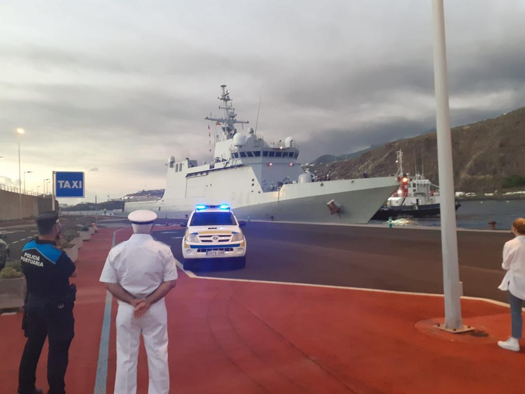 La Armada traslada material hasta la isla de La Palma