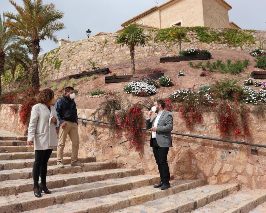 El Ayuntamiento de Lorca lleva a cabo labores de restauración paisajística y mantenimiento del Conjunto Monumental de El Calvario para el embellecimiento de este popular enclave