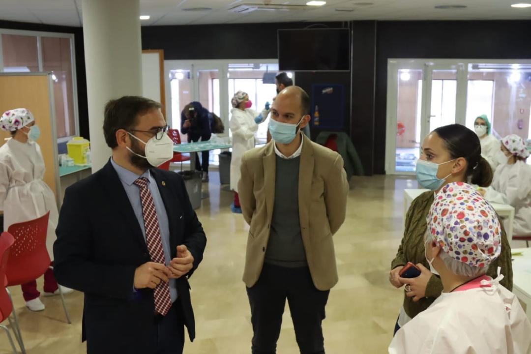 """Más de 1.500 mayores de 80 años de Lorca se vacunarán hoy miércoles, jueves y viernes en el Complejo Deportivo """"Felipe VI"""""""