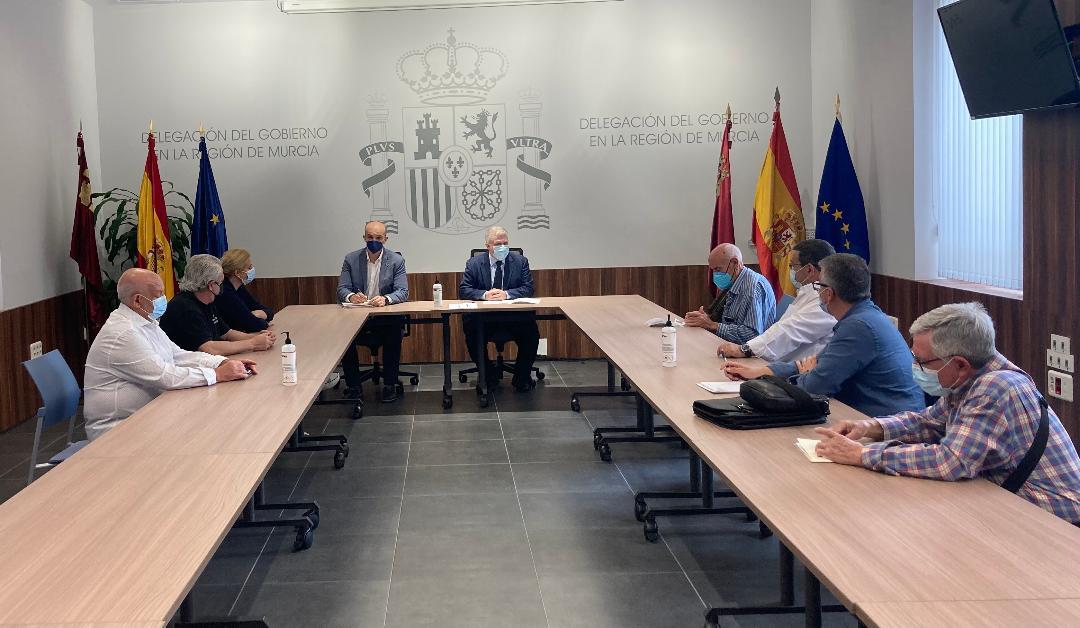 """Vélez agradece la actitud de los vecinos de Barriomar afectados por el soterramiento y les traslada """"garantías y certezas"""" sobre el proceso de firma de ocupación de sus bienes"""