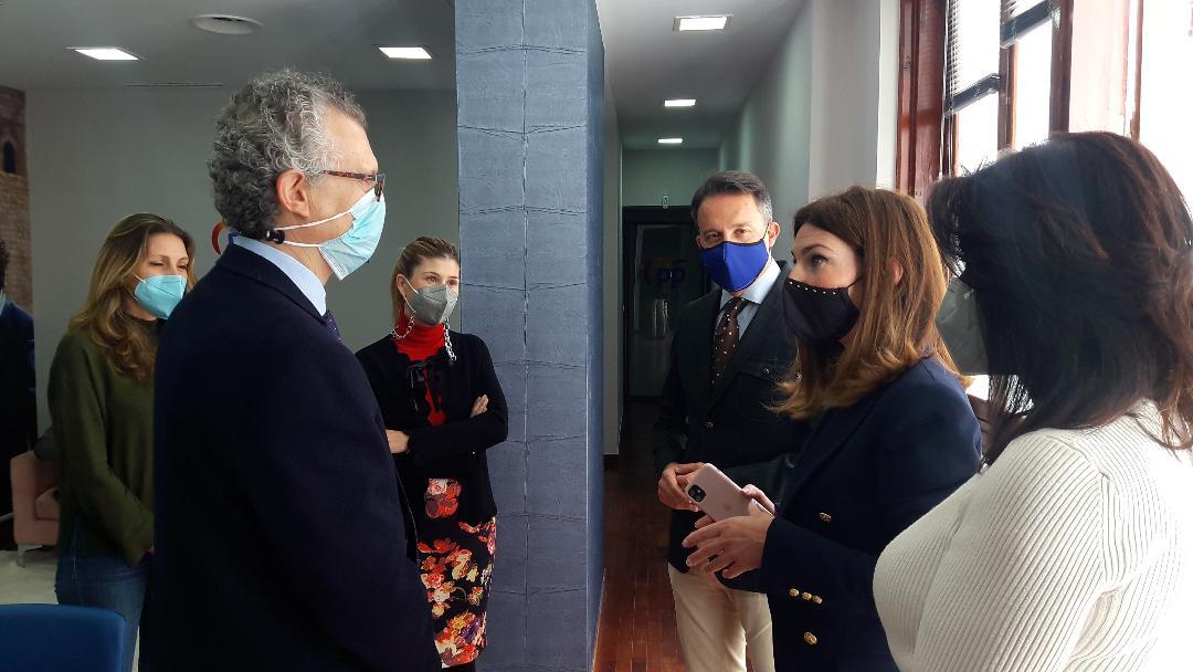 Fulgencio Gil se reúne con el consejero de Salud para trasladarle su inquietud por