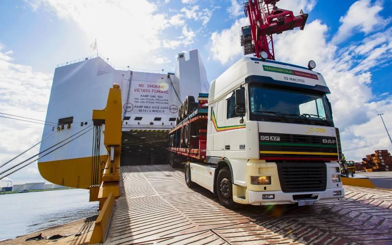 El próximo 16 Enero se pondrá en marcha una prueba piloto entre los puertos de Cartagena y Toulón (Francia), que servirá para estudiar la viabilidad de establecer una ruta naviera para camiones dedicados al transporte internacional