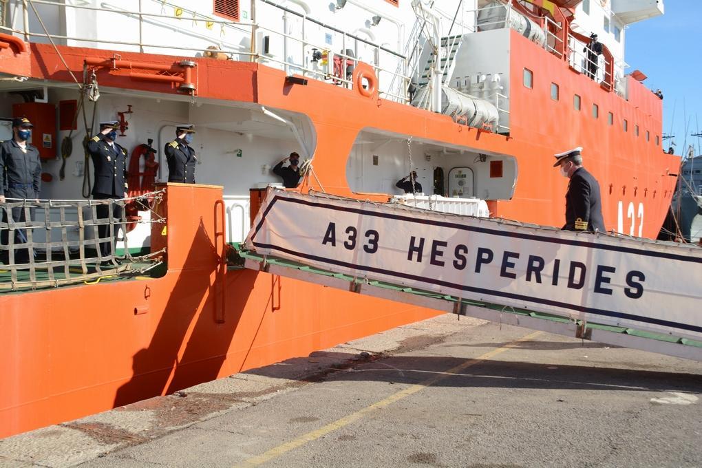 """El """"Hespérides"""" inicia la XXVI campaña antártica para apoyar la movilidad de los investigadores y proporcionar soporte logístico a las bases españolas. Se llevarán a cabo trece proyectos científicos. El buque regresará a Cartagena el 17 de Junio de 2021"""