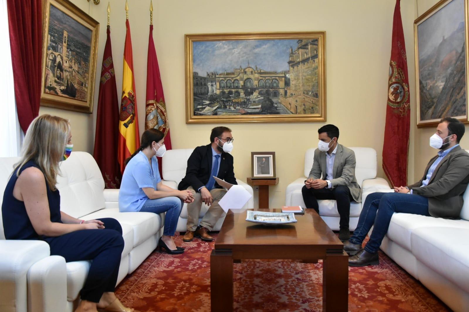 El Alcalde de Lorca mantiene una reunión de trabajo con el eurodiputado Marcos Ros para darle a conocer las líneas básicas de trabajo del municipio de cara a los fondos europeos