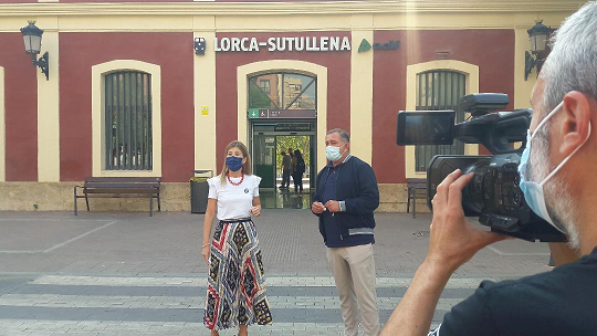 """El PP denuncia que """"Lorca pierde hoy el tren por culpa de un alcalde sumiso y servil que ha defendido a Pedro Sánchez en vez de a los lorquinos"""""""