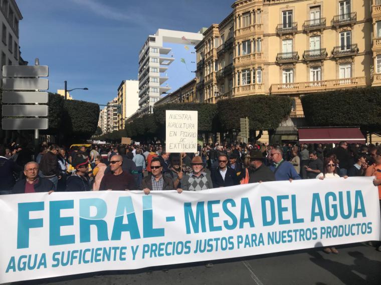 La Federación de Regantes y la Mesa del Agua de Almería se suman al paro general agrario