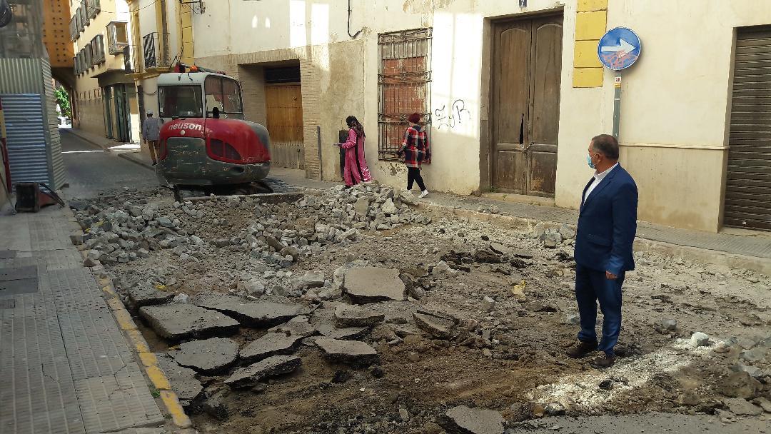 """El PP de Lorca acusa a Mateos de """"maquillar"""" las obras de la calle Selgas al quedarse sin asfaltar, no abordar los problemas de acceso ni cambiar las tuberías de fibrocemento"""