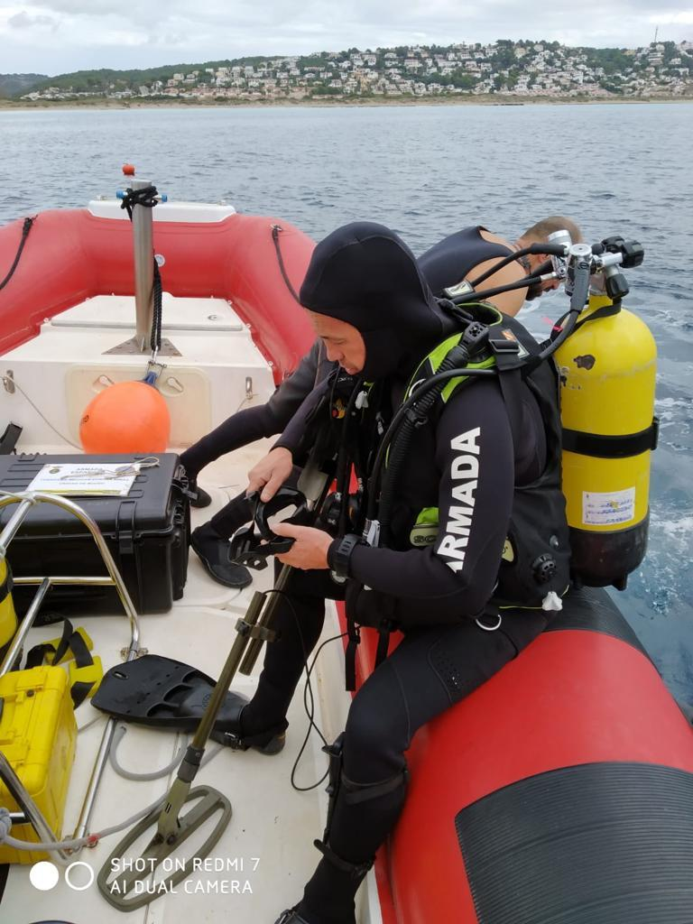 Buceadores de la Armada destinados en Cartagena neutralizan un proyectil en Menorca