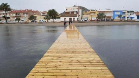 El delegado del Gobierno anuncia que continúan las obras de emergencia en las playas dañadas por los temporales del pasado mes de septiembre