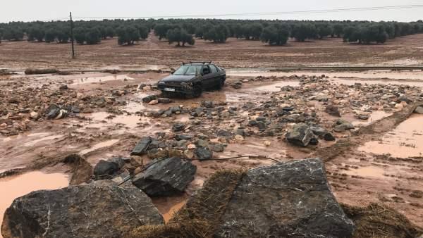 Los vecinos  de Campillos y Teba seguiran encerrados hasta que el Consejo de Ministros apruebe las ayudas por los daños producidos por las fuertes lluvias