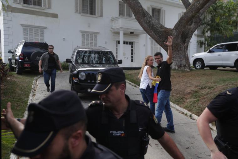 España aclara que la embajada es inviolable y que no entregará a Leopoldo López a la justicia venezolana