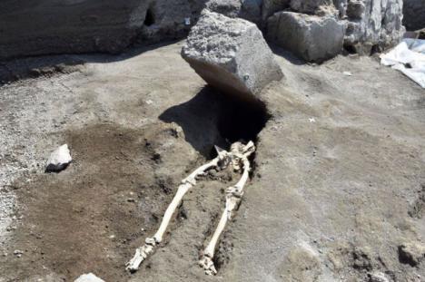 Encuentran el esqueleto de un hombre decapitado por la erupción del Vesubio