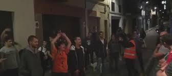 La policía sola ante peligro después de tener que huir con los independentistas pisándoles los talones