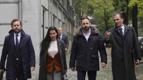 La Fiscalía General del Estado abre diligencias a Vox por los bulos en redes sociales y le imputa delitos de injurias, amenazas a altas instituciones del Estado y organización criminal