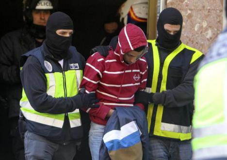 Los yihadistas detenidos cobraban pensiones públicas y recibían ayudas para pagar el alquiler de la vivienda
